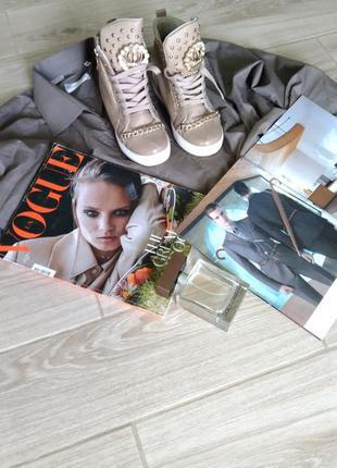 Красивые кросовки с цепочкой3 фото