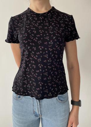 Футболка, футболка в цветочный принт, женственная футболка, стильная футболка.1 фото