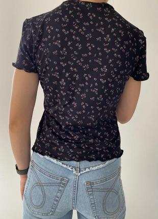 Футболка, футболка в цветочный принт, женственная футболка, стильная футболка.2 фото