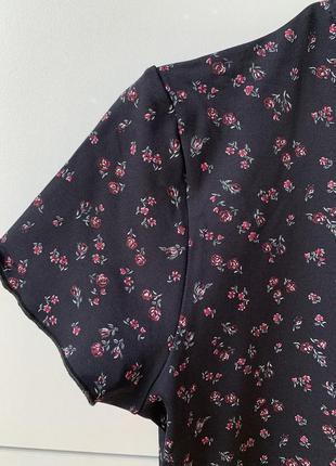 Футболка, футболка в цветочный принт, женственная футболка, стильная футболка.8 фото