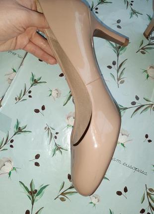🎁1+1=3 шикарные фирменные нюдовые лаковые туфли лодочки marks&spencer, размер 395 фото