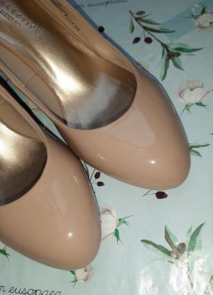 🎁1+1=3 шикарные фирменные нюдовые лаковые туфли лодочки marks&spencer, размер 397 фото