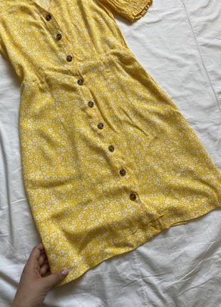Жёлтое платье мини с пуговицами цветочное5 фото