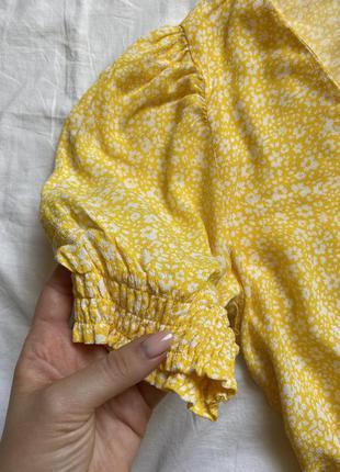 Жёлтое платье мини с пуговицами цветочное2 фото