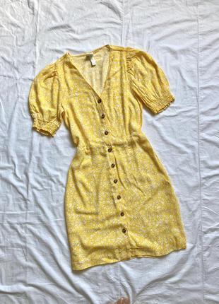 Жёлтое платье мини с пуговицами цветочное1 фото