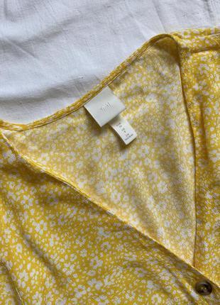 Жёлтое платье мини с пуговицами цветочное4 фото