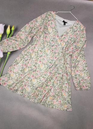 Красивое нежное платье на запах1 фото