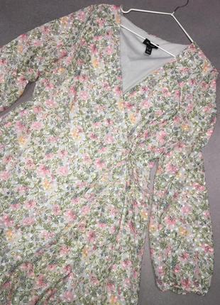 Красивое нежное платье на запах4 фото