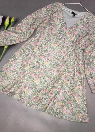 Красивое нежное платье на запах3 фото