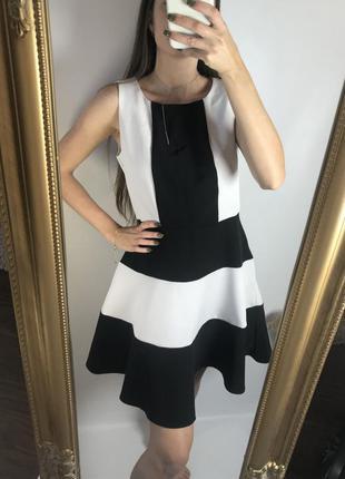 Чёрно-белое платье с пышной юбкой
