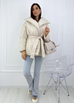 Дутая куртка с запахом и поясом1 фото