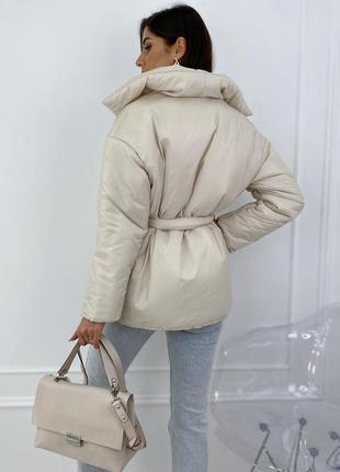 Дутая куртка с запахом и поясом5 фото