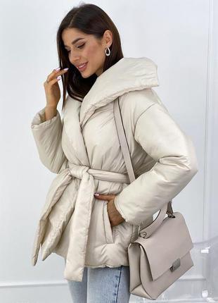 Дутая куртка с запахом и поясом2 фото