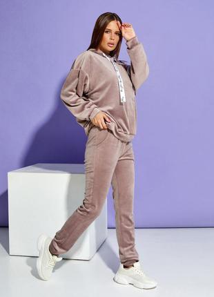 Бежевый велюровый костюм с потайной молнией4 фото