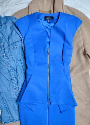Ted baker платье голубое синее миди классическое по фигуре карандаш футляр с баской6 фото