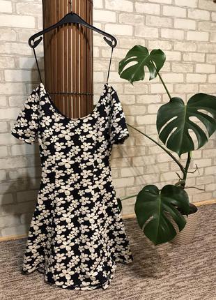 Красиве плаття  h&m divided з вирізом