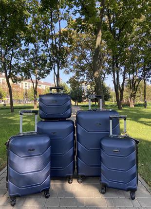 Чемодан,валіза ,польша ,противоударный пластик ,отличное качество