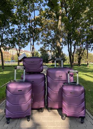 Чемодан,валіза ,польский ,противоударный пластик ,отличное качество,надёжный ,выносливый