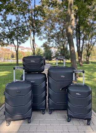 Чемодан,валіза ,польский,противоударный пластик ,надёжный ,выносливый