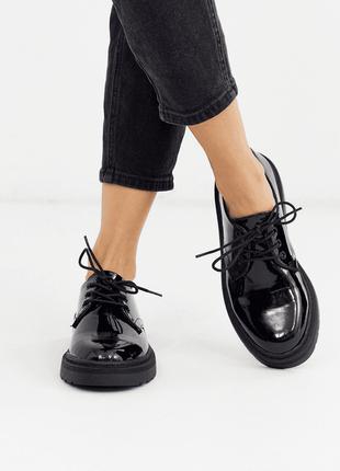 Лаковые черные женские туфли оксфорды броги miss selfridge