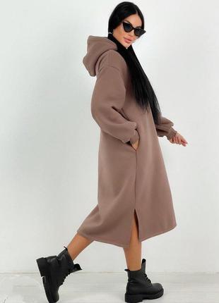 Теплое платье длины миди разрезы