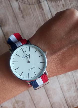 Женские классические часы с нейлоновым ремешком в полоску, нюанс.