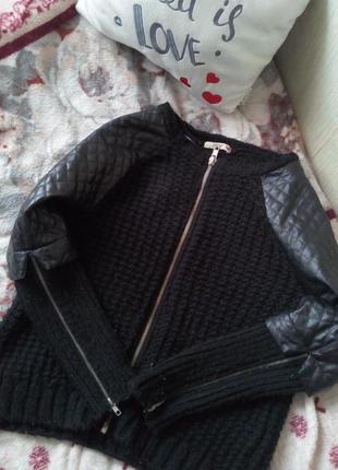 Стильная черная кофта с кожанными вставками
