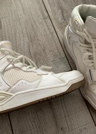 Кроссовки зайтопы белого цвета