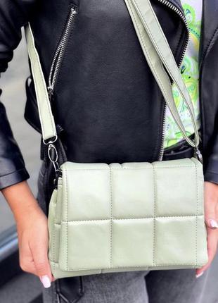 Фисташковая женская сумка кожзам кросс боди стёганая