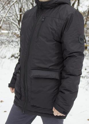 Мужская зимняя куртка на холодную зиму. есть капюшон (не отстегивается). 3 кармана
