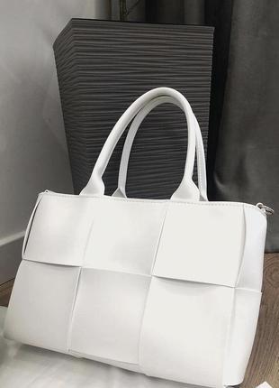 Белая плетёная сумка кожзам кросс боди вместительная