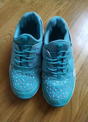 Кросівки для дівчат