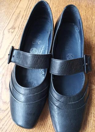 Шкіряні туфлі ara