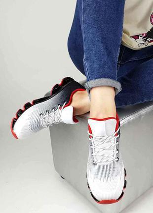 Модные женские кроссовки.модель на шнуровке