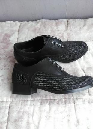 Красивые туфельки на низком каблуке