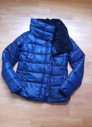 Тёплая дутая куртка с высоким воротником на мягком утеплении