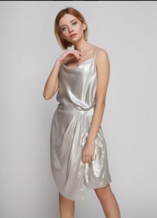 Серебристое платье на запах