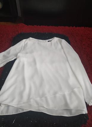 Женская блуза с длинным рукавом.
