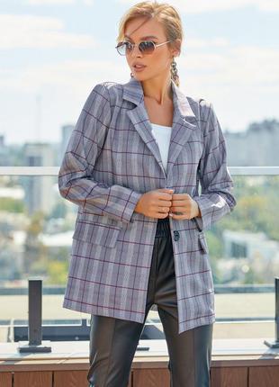 Серый клетчатый пиджак на пуговице