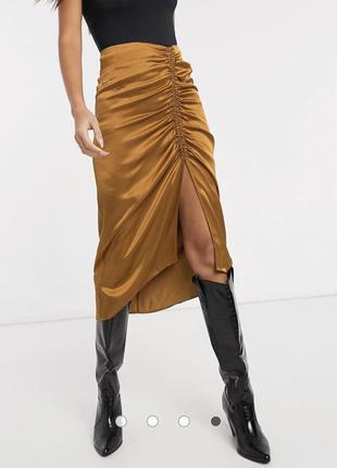 Атласная юбка миди stradivarius со сборкой и разрезом