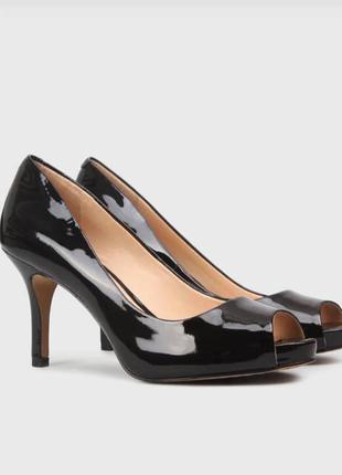 Vince camuto шикарные кожаные туфли на каблуке