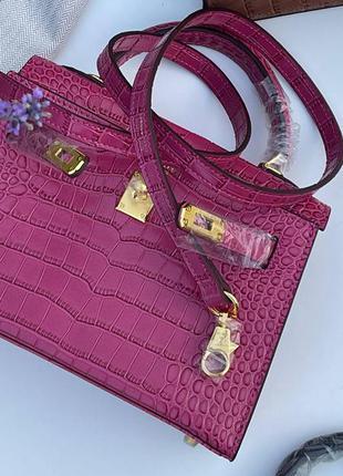 Сумка женская кожаная розовая под рептилию питон лаковая брендовая
