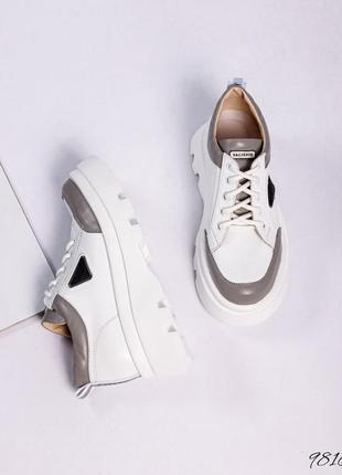 Спортивные туфли на объёмной подошве