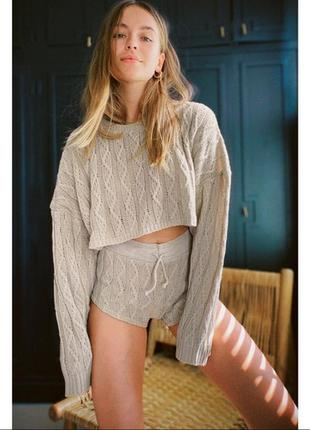 Трендовый укороченный оверсайз свитер в косы бежевый asos