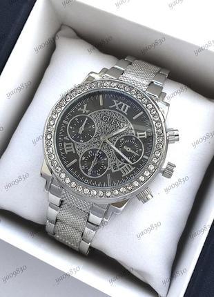 Стильные женские часы серебристого цвета с черным циферблатом