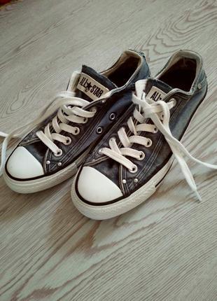 Взуття кеди фірмові.
