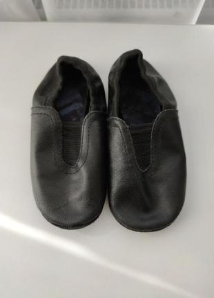 Черные кожаные чешки 25раз. 15,5 см