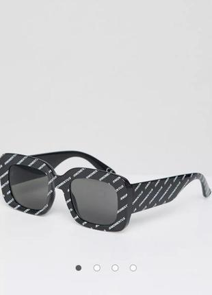 Крутые масивные актуальные чёрные очки в логотип
