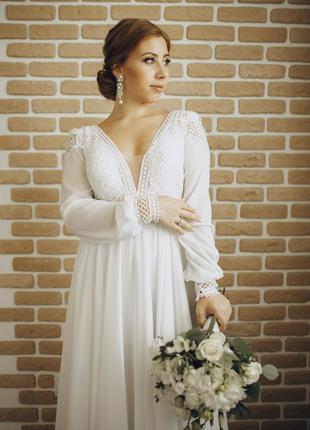 Легкое свадебное платье с рукавами в стиле бохо