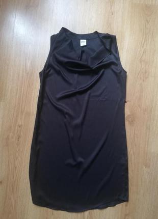 Чёрное маленькое платье прямого кроя